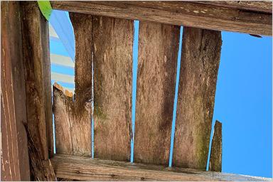 内部のクロスが剥がれ、カビや藻が発⽣し⼈体に⼤きな影響を及ぼす。