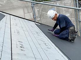 新しい屋根材の取り付け